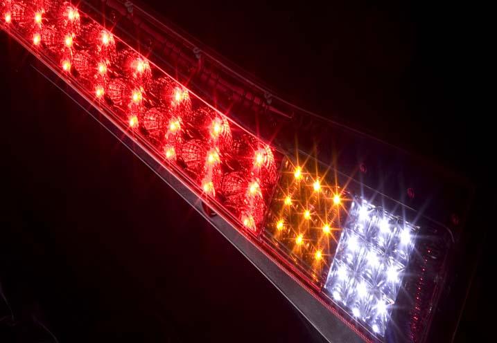 ジュエルLEDテールランプTRAD セレナ (C25)